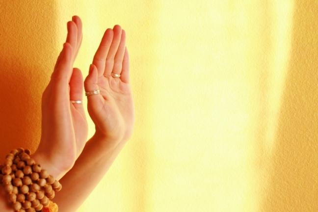 Resultado de imagem para Mãos que curam: uma habilidade natural em toda a Humanidade! Experimente usá-las nesse propósito.
